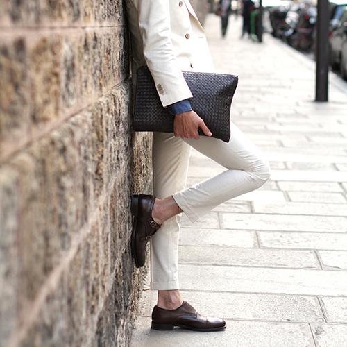 """Outfit total white da uomo, le regole per evitare """"l'effetto"""
