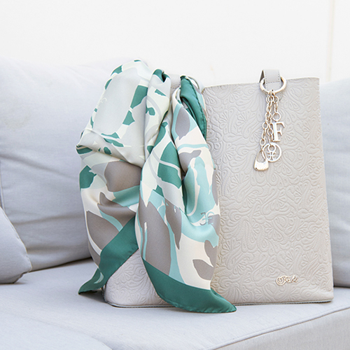 Women's scarves summer 2015: details of class for a refined charm