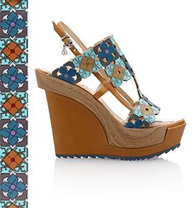 Sandalo elegante con zeppa